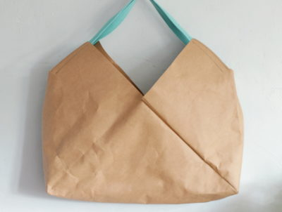 torba z papieru w kolorze karmelowym