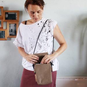 Różne torebki z kolekcji – jak się noszą