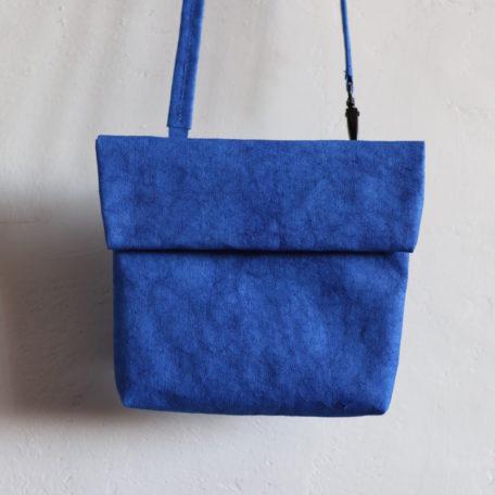 torebka na ramię w kolorze modrakowym z papieru do szycia i prania w kolorze modrakowym