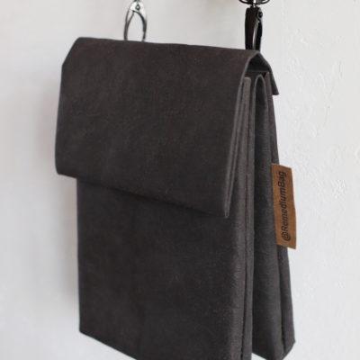 czarna mała torebka z papieru do szycia