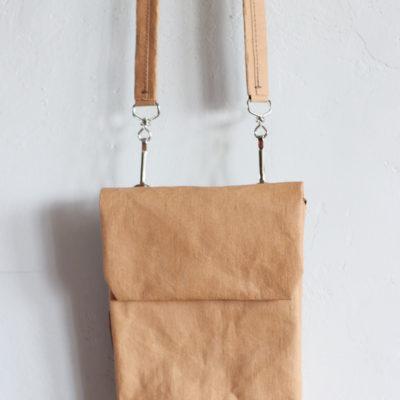 mini torebka na ramię z papieru do szycia w kolorze skorupki orzecha włoskiego