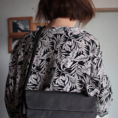czarna torebka kopertowa