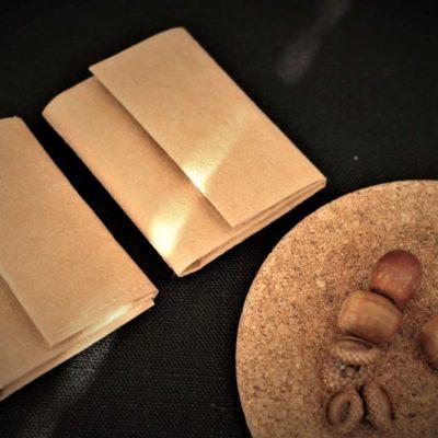wegański portfel jak z papieru orzechowy