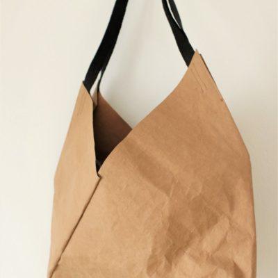 duża torba wegańska ze specjalnego papieru do szycia i prania w kolorze orzechowym do noszenia na ramieniu