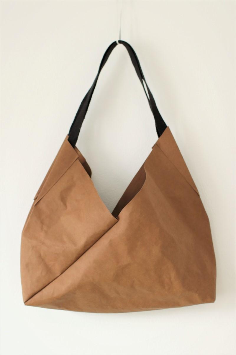 duża torba z papieru - wegańska - ze specjalnego papieru do szycia i prania w kolorze toffi do noszenia na ramieniu