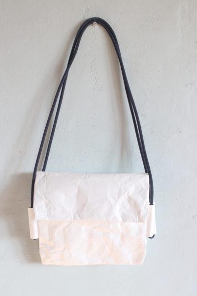 torebka na ramię lub na biodro z białej tkaniny Tyvek - papieru syntetycznego