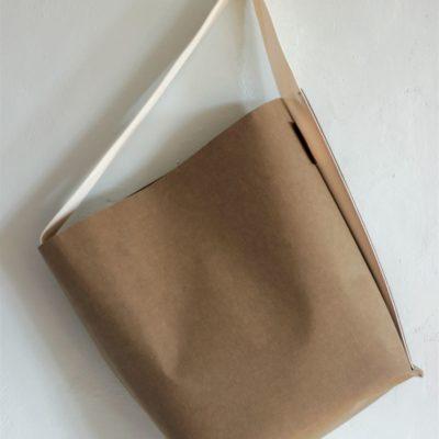 torba z papieru w kolorze kawy z naturalnym paskiem. Torba otwarta typu szoperka.