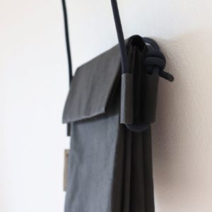 podwójna torebka z papieru do prania - podwójnie pakowna, na regulowanej linie żeglarskiej. Torebka mniejsza, na ramię, lub na skos idealna na spacer.
