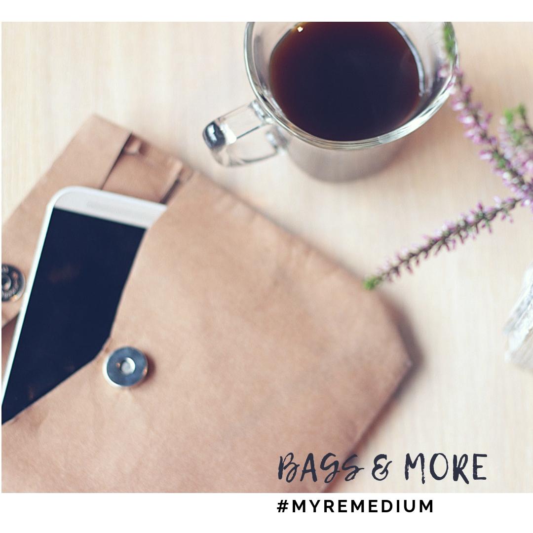moje konto i kontakt - rozmowy przy kawie - polityka prywatności na stronie www - zdjęcie przedstawia saszetkę z telefonem i kawę w filiżance