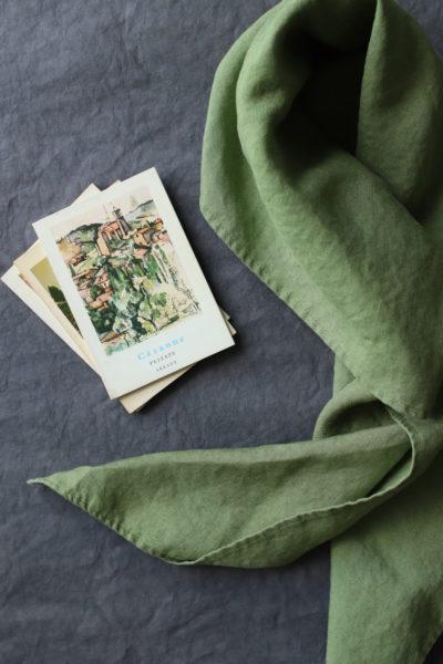 chusta lniana zielony tulipan w kolorze wiosennej ale spokojnej zieleni