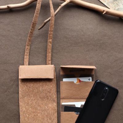 mini torebka na telefon i karty z jasnej tkaniny korkowej